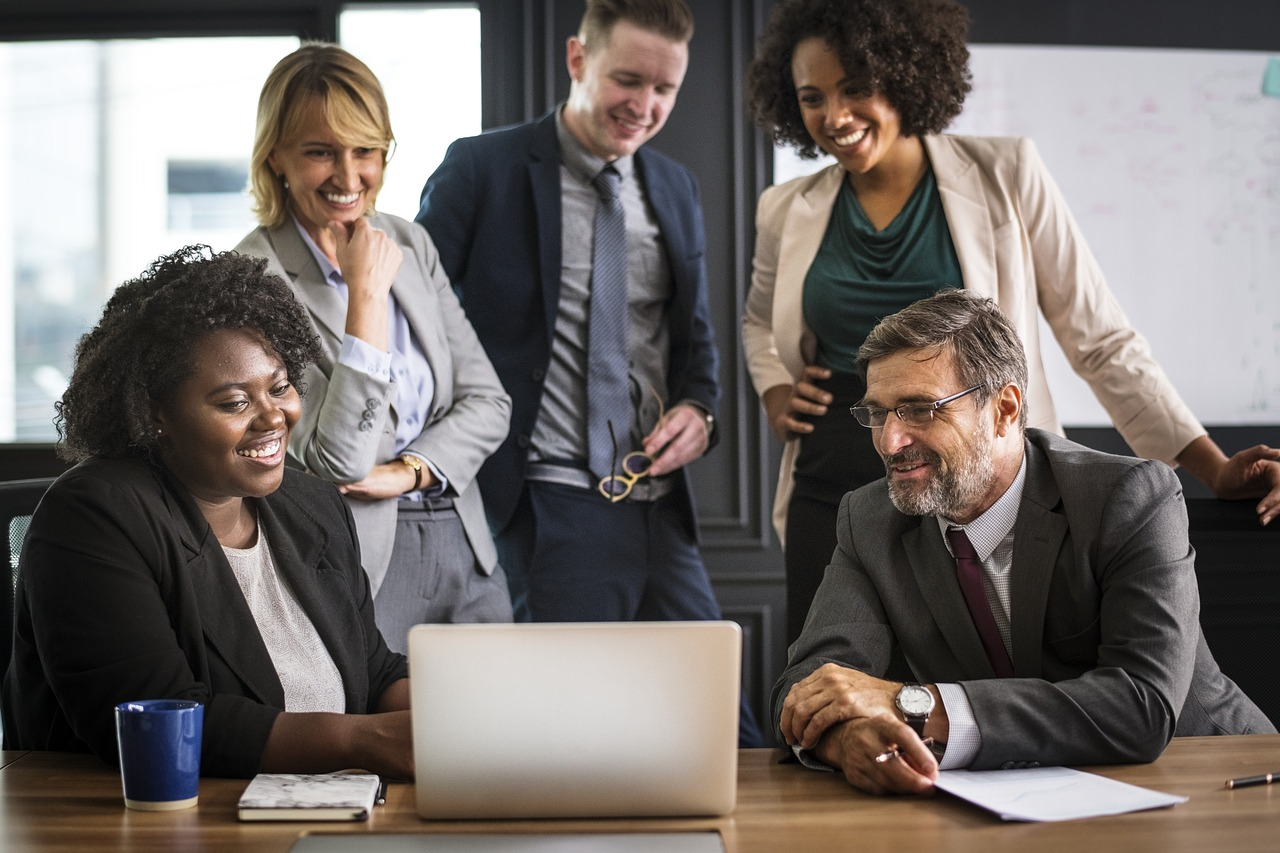 Liderança: o que é + 3 tipos + 10 habilidades de um bom líder 4
